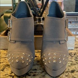 ShoeDazzle YUMI gray stud ankle bootie 7.5